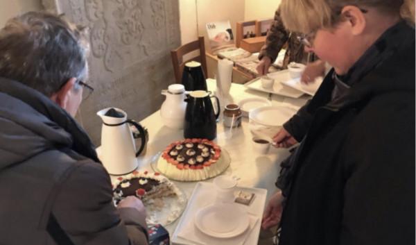 Hyggegudstjeneste med lagkage og kaffe