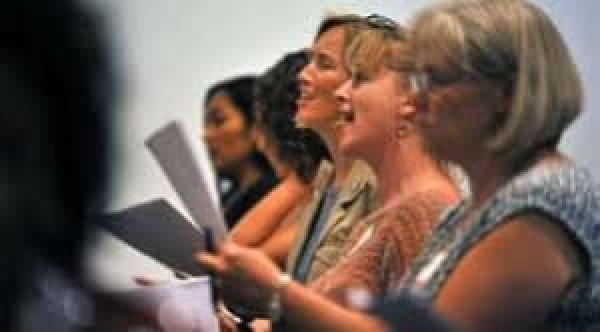 Mindegudstjenester med koret Cantanterne